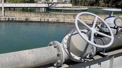 """Incendiati i tubi dell'acquedotto a Messina emergenza idrica. """"Soluzione in 24 ore"""""""