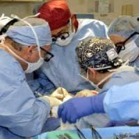 Ragusa: garza dimenticata nell'addome durante operazione, medici denunciati