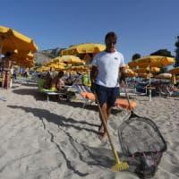 Mondello, operazione pulizia: parte la differenziata in spiaggia