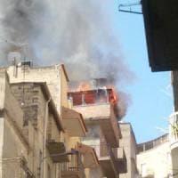 Gela, tragico incendio in un appartamento: donna muore bruciata viva