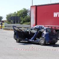 Autostrada Palermo-Trapani: famiglia sterminata in un incidente al parcheggio
