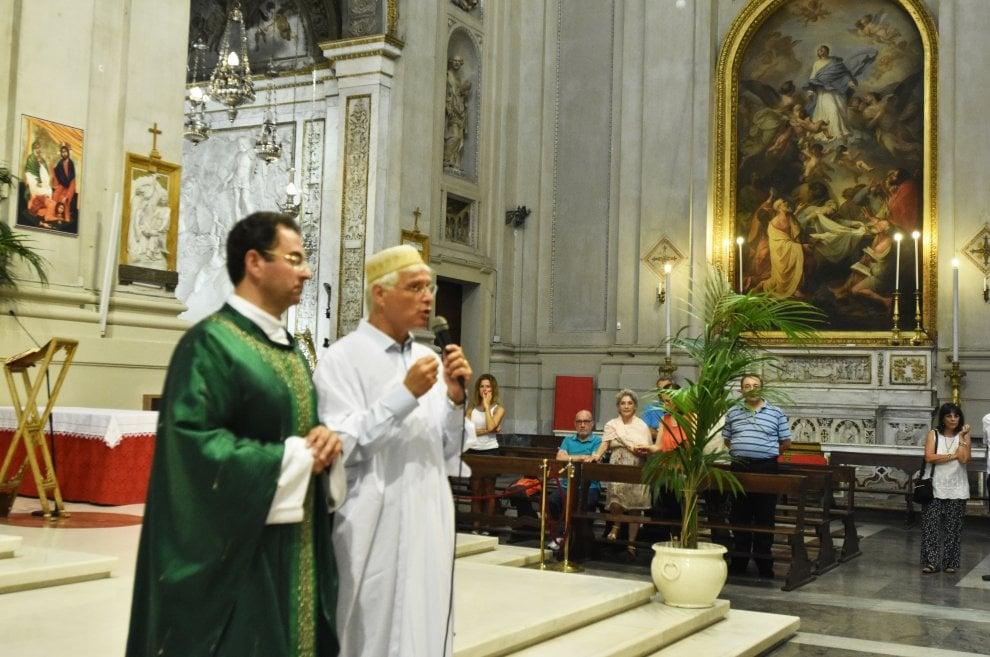 """Palermo, l'imam alla messa in cattedrale: """"Vicini ai cattolici"""""""