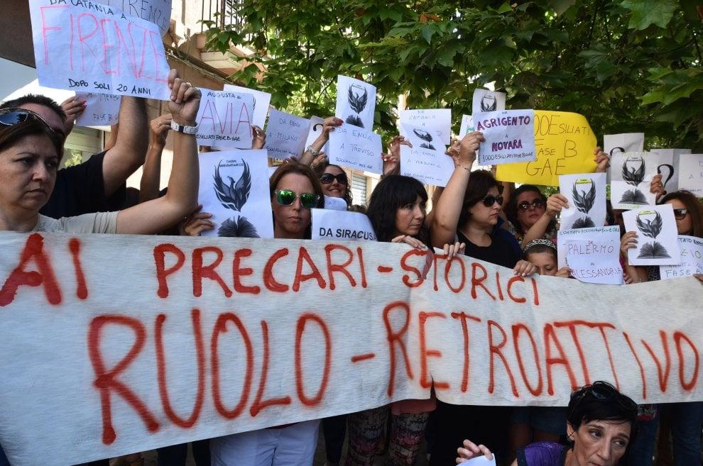 Palermo, la rabbia dei prof precari contro i trasferimenti