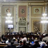 Assunzioni, mance e sanatorie: la manovrina pre-elezioni dell'Assemblea regionale siciliana