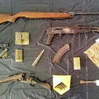 Catania, sequestrate pistole e kalashnikov in una casa di campagna