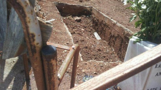 Palermo: manca la terra al cimitero dei Rotoli, proteste dei cittadini