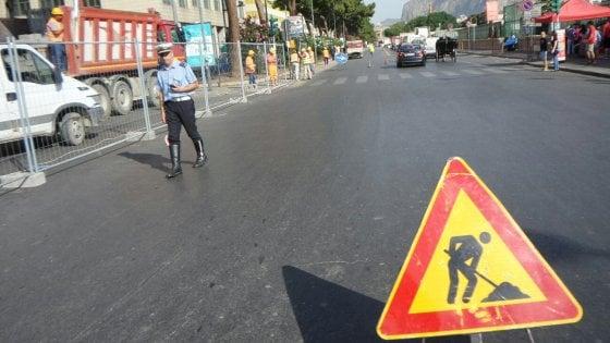 Palermo, i commercianti prostestano in piazza contro i troppi cantieri