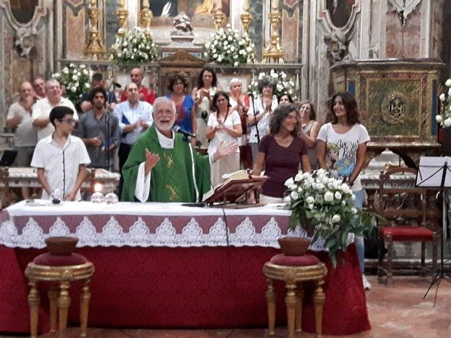 Palermo, il prete chiama all'altare la coppia gay