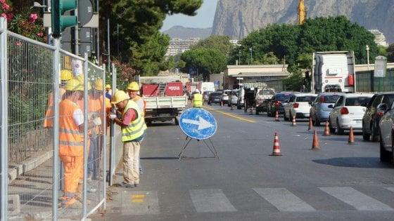 Caos via Crispi a Palermo, nuovi varchi per l'accesso al porto