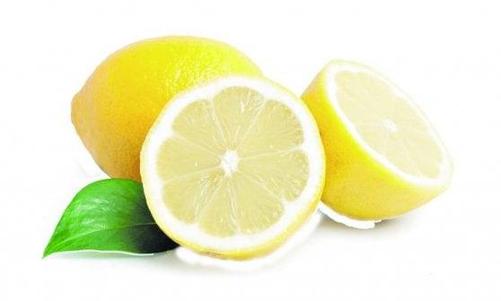 La Sicilia dice addio ai limoni: nei negozi frutti esteri a 4 euro / Commenta