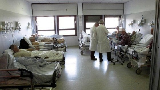 Sicilia, barricate contro i tagli nella Sanità. Protestano anche i rettori di Palermo e Catania