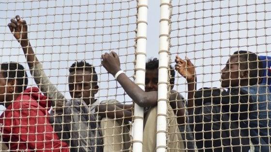 Migranti, 47 in barca a vela a Portopalo: identificati tre scafisti ucraini