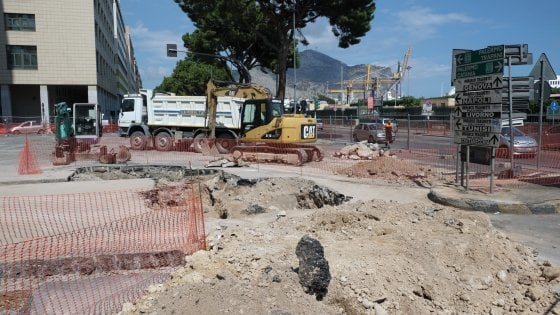 """Caos al porto di Palermo: dopo il vertice, tir """"dimezzati"""" in via dell'Arsenale"""