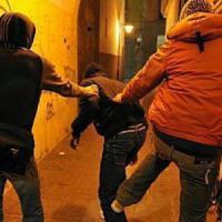 SIracusa, picchiarono 22enne: denunciati undici coetanei