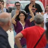 """Palermo, festa M5s. Raggi acclamata al Foro Italico:""""Gli assessori? Si decide a Roma""""...."""