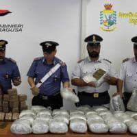 Droga: 50 kg in auto, arrestati padre e figlia nel Ragusano