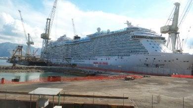 """Cade gru di 60 tonnellate ai cantieri navali allarme della Fiom: """"A rischio la sicurezza"""""""