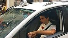 Mika tassista a Catania    per girare una clip