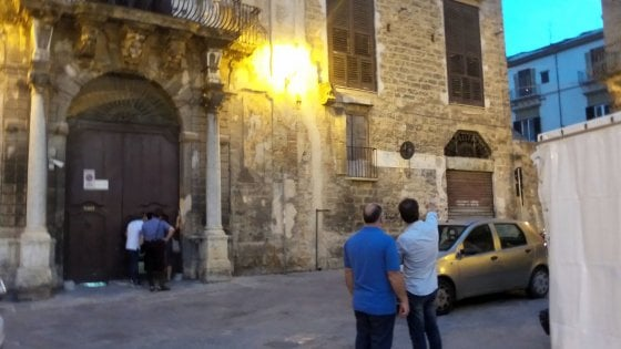 Ragazzo cade da solaio a Palermo