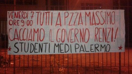 Studenti in piazza contro la Buona scuola, centro di Palermo off limits