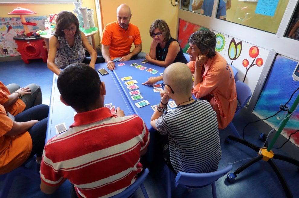 Palermo, a scuola in ospedale: chi sono i prof in camice bianco