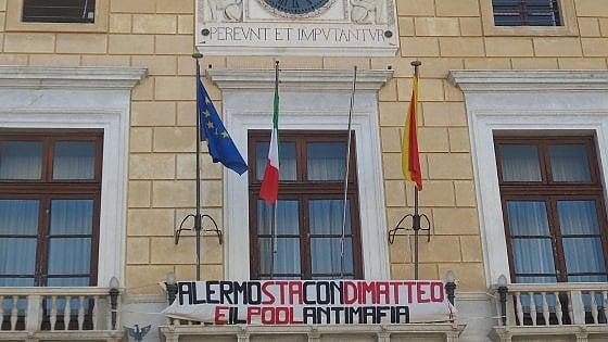 """""""Palermo sta con Di Matteo"""": il Comune espone striscione"""