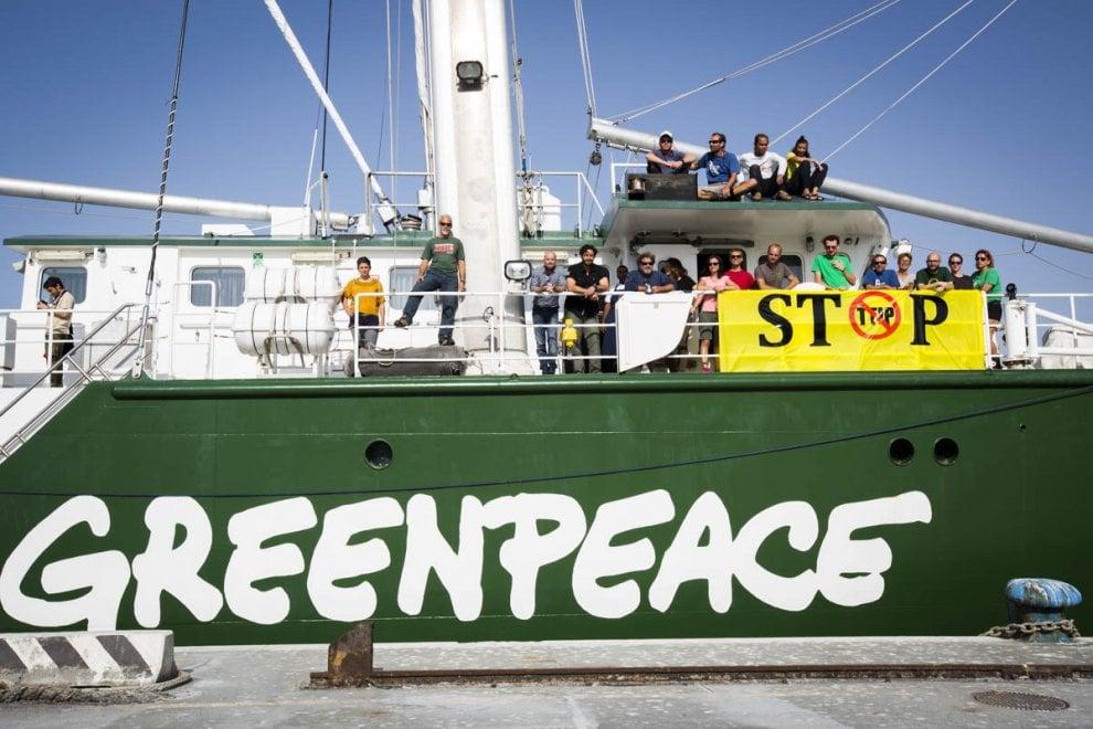 Lampedusa, la Rainbow Warrior compie cinque anni e porta in dono un impianto fotovoltaico