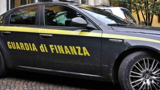 Catania, pazienti in dialisi dirottati nelle cliniche private: cinque arresti