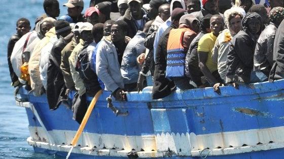 Migranti, in 300 soccorsi nel Canale di Sicilia: recuperati cinque corpi senza vita