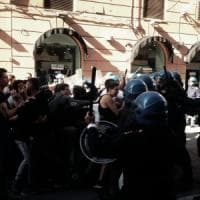 Proteste per Renzi a Palermo, tensione tra polizia e studenti. Contestazioni