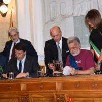 Renzi e Accorinti firmano il