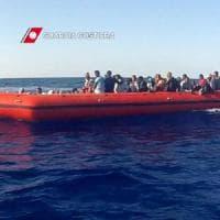 Oggi in Sicilia 4000 migranti: battuto il record del 2014. A Palermo sbarcate 17 salme, tre sono di bambini: