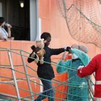 Migranti: a Palermo la Siem Pilot con oltre mille persone e 17 cadaveri