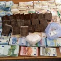 Corriere della droga arrestato a Palermo: sequestrati 2 kg di hashish e