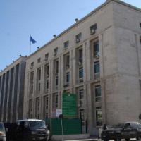 Disoccupato e pregiudicato con casa, auto e negozio di proprietà: il tribunale