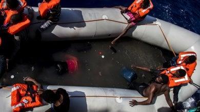 Un altro dramma nel Canale di Sicilia venticinque morti in un gommone