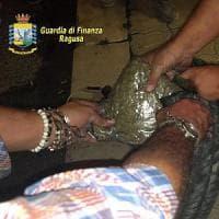 Pozzallo, stava partendo per Malta con 13 kg di marijuana in auto: arrestato