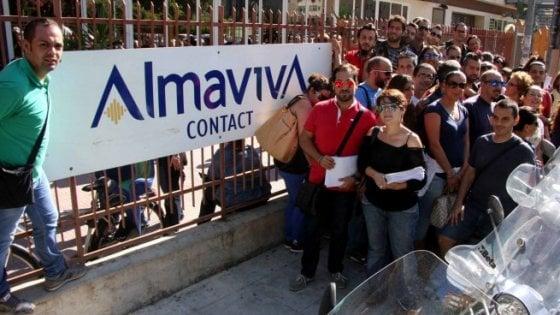 Almaviva, siglato l'accordo a Roma: stop ai trasferimenti