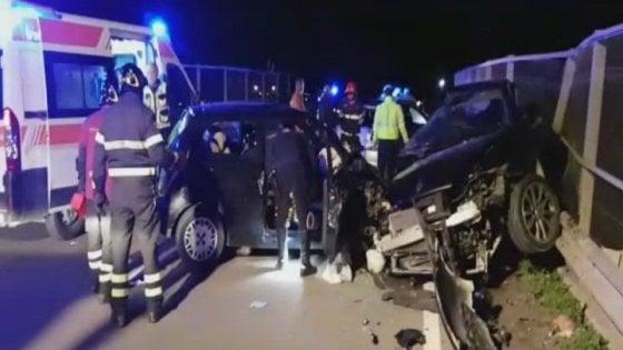 Scontro frontale fra due auto a Partinico. Giovane morta, adolescente molto grave