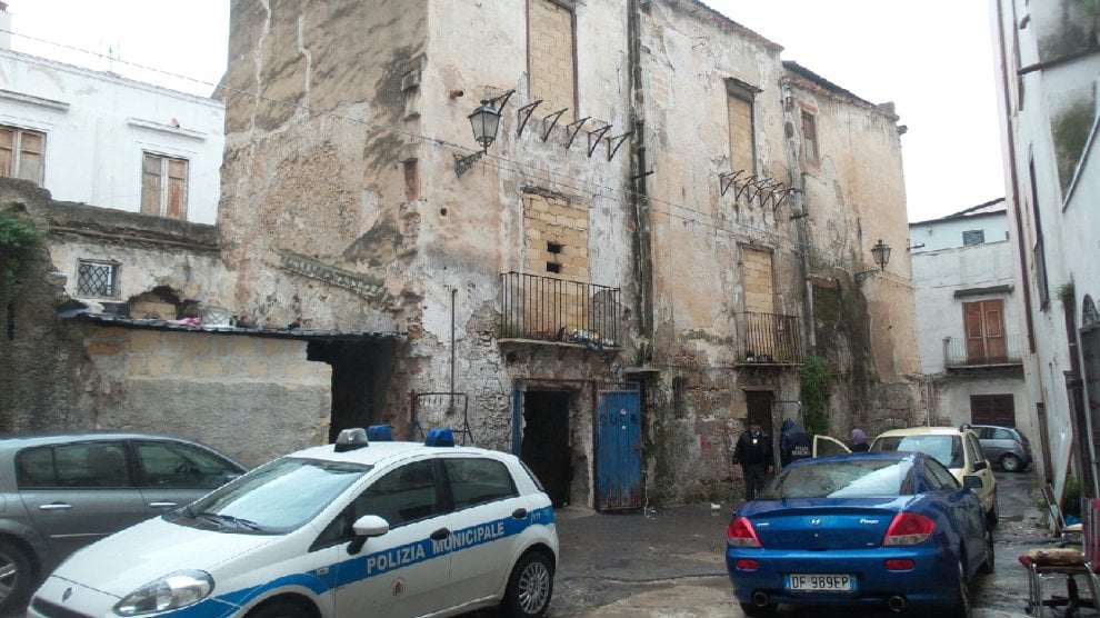 Palermo, sequestrate tre stalle abusive vicino alla questura - 1 di 1 - Palermo - Repubblica.it