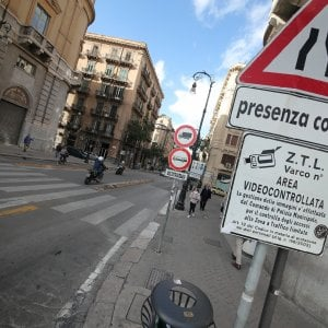 """Ztl, nuova protesta dei commercianti: """"Lunedì spegneremo le insegne"""""""