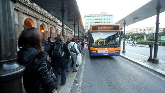 L'odissea sugli autobus: due ore di viaggio per arrivare nel centro di Palermo