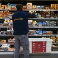 Palermo, distribuiti ai poveri frutta e alimenti non venduti nei supermercati