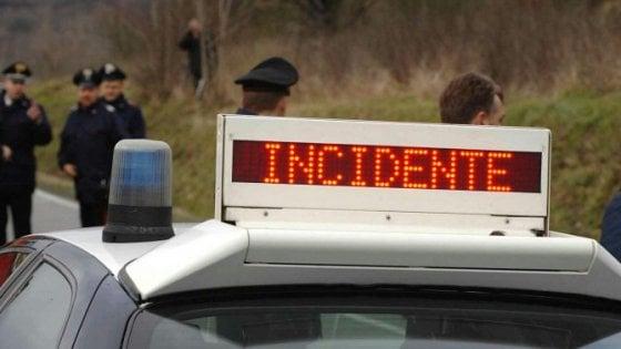 Auto in contromano in autostrada, due ferite nel Palermitano