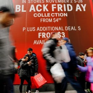 """Palermo, flop del """"black friday"""": negozi semivuoti nonostante gli sconti"""