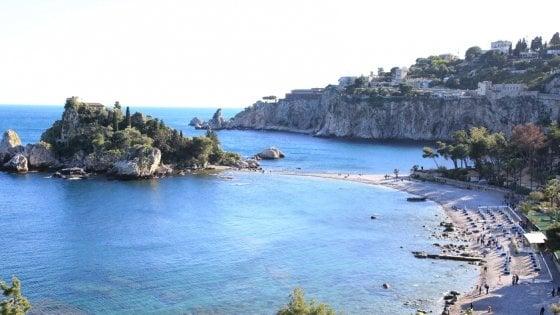 Taormina, turista si tuffa da 60 metri: grave in ospedale
