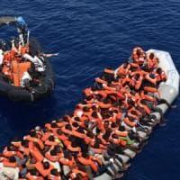 Migranti, in Sicilia 800 profughi tratti in salvo e 16 cadaveri