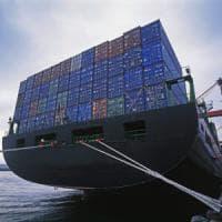 Nave con rifiuti speciali dell'Ilva sbarca ad Augusta, polemica all'Ars