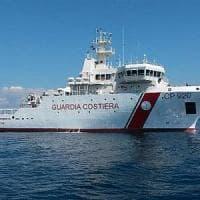 Migranti: in 573 sbarcano a Pozzallo, a bordo anche due morti