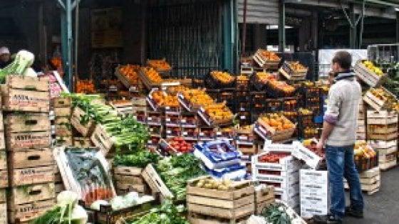 Cambiano gli orari al mercato ortofrutticolo tir in for Mercato frutta e verdura milano